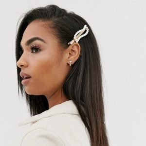 Hair clip in pearl wave design in gold tone
